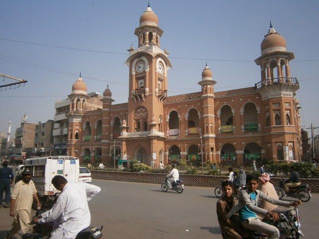 9 Multan - the Clock tower ( example of colonial architecture)