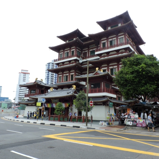 5.The Budhha tooth relic temple