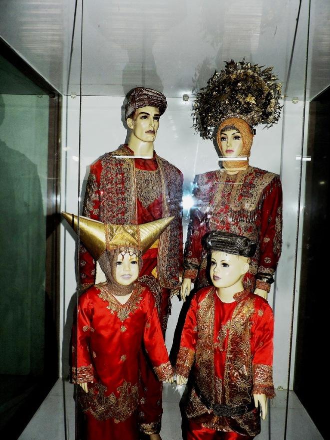 minangkabau-costumes