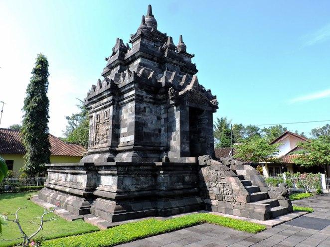 purvi-hram