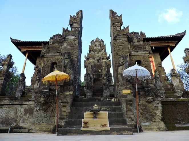 vhoda-na-hrama-v-Singaraja