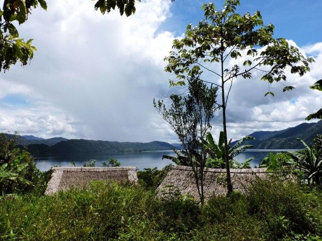 gledka-ot-ostrova-kym-ezeroto