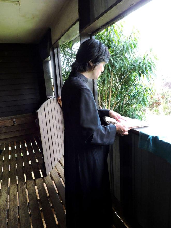 otec-peter-na-balkona
