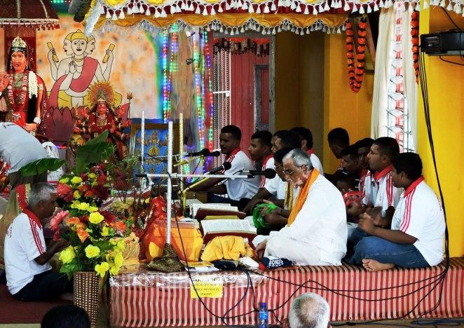 v-hinuistkiq-hram-muzikanti